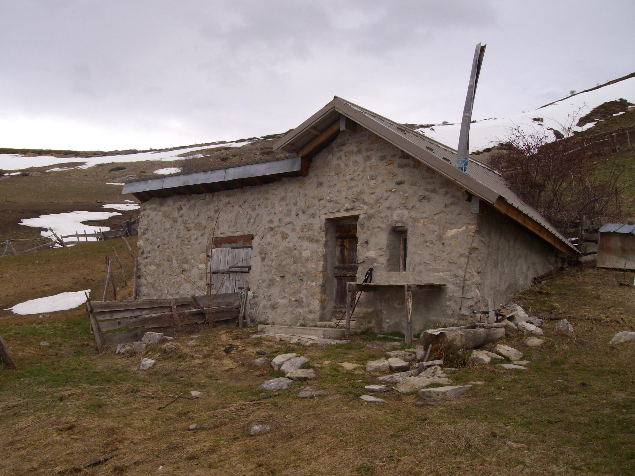 Cabane Des Pr S 1700 M Cabane Non Gard E