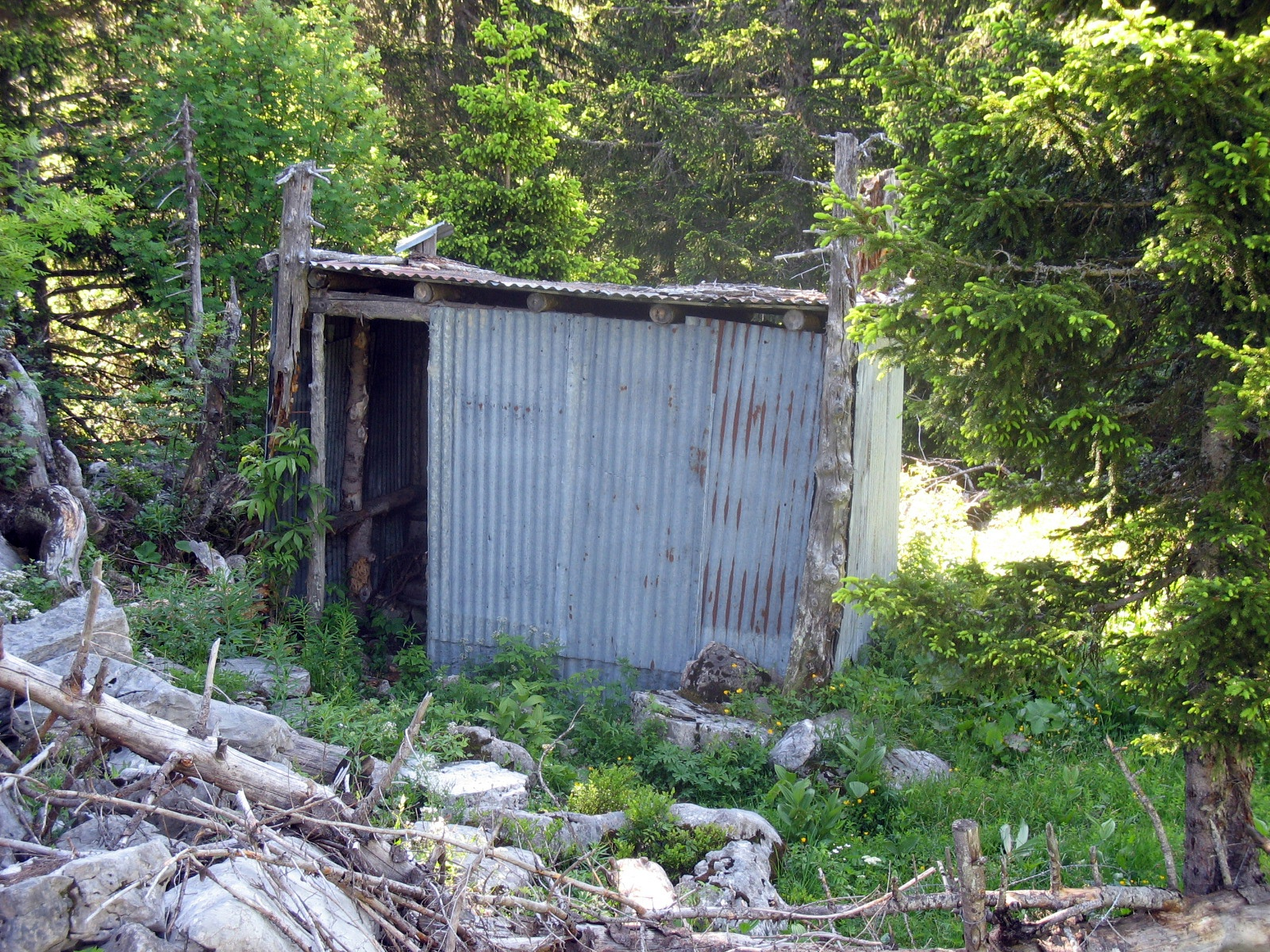 abri sous le col du pertuis 1550 m cabane non gard e. Black Bedroom Furniture Sets. Home Design Ideas